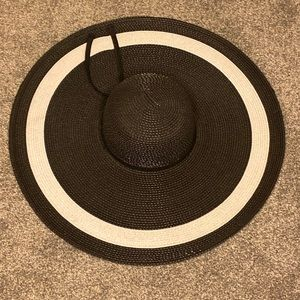 Oversized brim Hat
